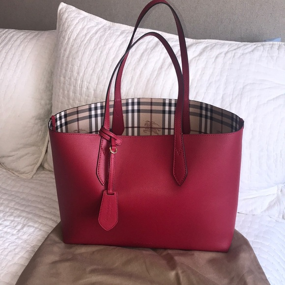 e226020f4fa6 Burberry Handbags - Burberry Lavenby Reversible Tote